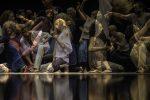 5 Rhythmen Tanzende auf dem Boden und im Stehen