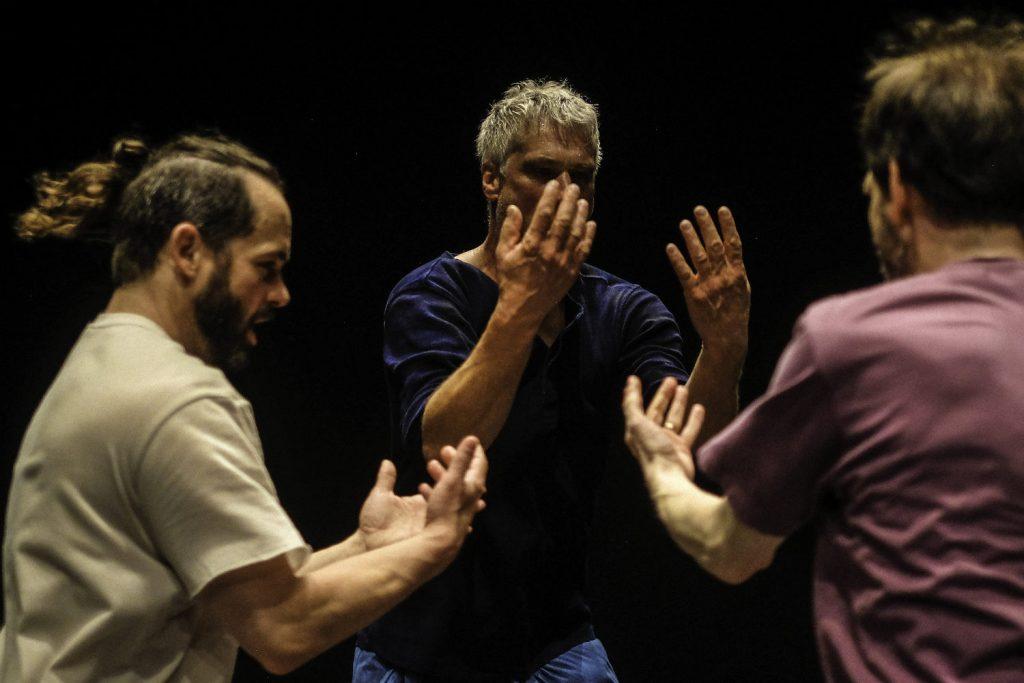 5 Rhythmen tanzende Männer
